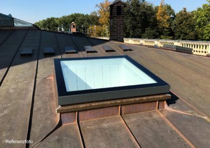 Refrenz: geschlossenes Oberlicht SkyVision COMFORT auf dem Dach des Schlosses Sanssouci in Postdam