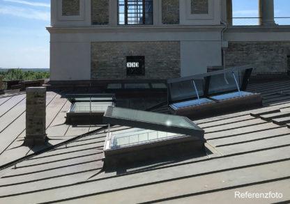 Referenz: Geöffnete SkyVision COMFORT Oberlichter auf dem Dach von Schloß Sanssouci in Potsdam